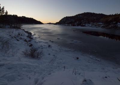 Det er kaldt, og det er februar. Leden mot Tregde æ´ frosse´...