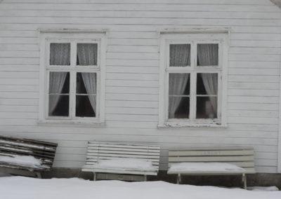 Skolehuset på Landøy. Det er kaldt og januar.