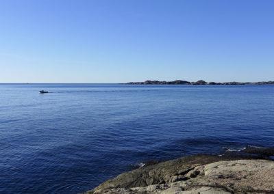 Mars er ikke bare vinter på Sørlandskysten. Fiskeren er på vei hjem.