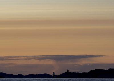 Tidlig, tidlig morgen på fjorden mellom Skogsøy og Landøy. Og det er mai.