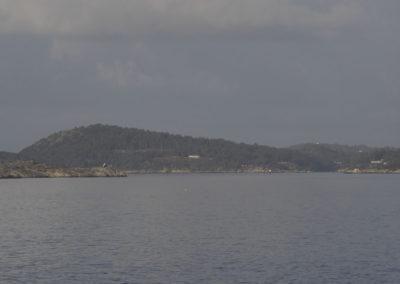 Vi skimter Landøy. Augustvær med stille vind.
